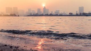 沈む夕日の写真・画像素材[1111700]