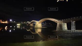 水の体に架かる橋の写真・画像素材[3995058]