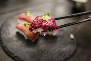 馬刺しのお寿司の写真・画像素材[3140244]