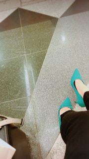 床に足のペア - No.1187115