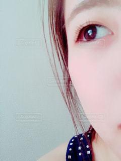 クローズ アップ カメラを見てピンク髪の人のの写真・画像素材[1187895]