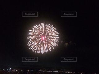 空に花火の写真・画像素材[708963]