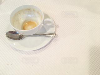 テーブルの上のコーヒー カップの写真・画像素材[856624]