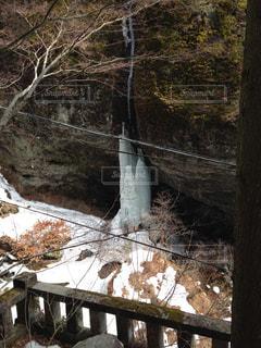 フェンスで囲まれたエリアの滝の写真・画像素材[739797]