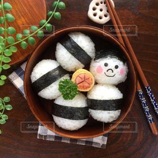 木製のテーブルのケーキ - No.706777