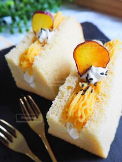 皿の上のケーキの一部 - No.768168