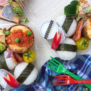 料理の種類でいっぱいのボックスの写真・画像素材[824565]