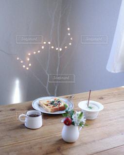 オイルサーディンとサーモンのトースト - No.952097