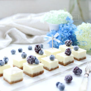 ベイクドレアチーズケーキの写真・画像素材[977485]