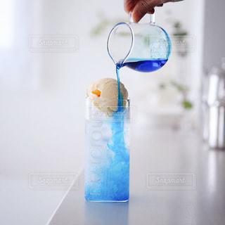 青クリームソーダの写真・画像素材[3252838]