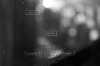 雨の中の月のクローズアップの写真・画像素材[2372610]