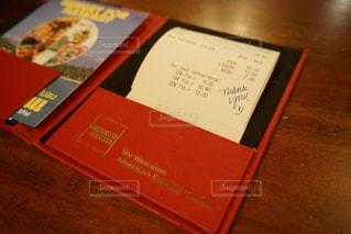 テーブルの上の本 - No.922283