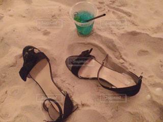 砂の上に横たわる人の写真・画像素材[922647]