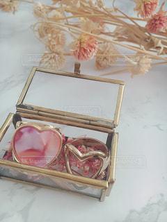 ピンクと白の花の箱の写真・画像素材[930804]