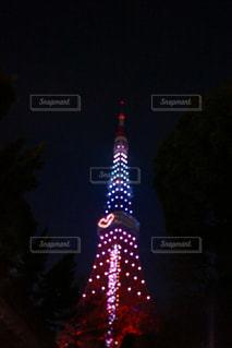 クロック タワーは夜ライトアップ - No.931878