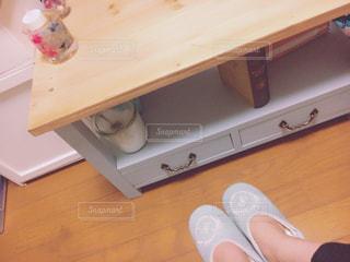 テーブルに座っている人 - No.952045
