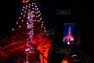 交通信号は夜ライトアップします。の写真・画像素材[965575]