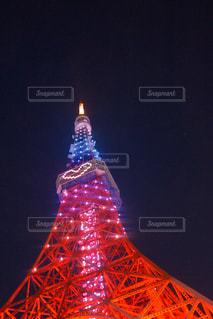 タワーの夜のライトアップの写真・画像素材[965576]