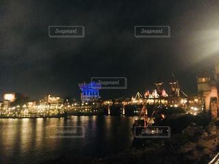 夜の街の景色の写真・画像素材[1158188]