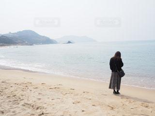 ビーチに立っている人 - No.1170661