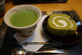 食品とコーヒーのカップのプレートの写真・画像素材[1170686]