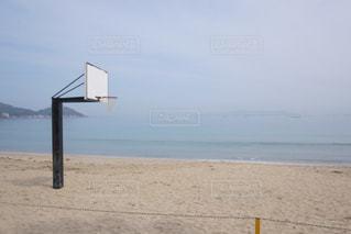 海の横にある砂浜のビーチの写真・画像素材[1171748]