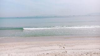 海の横にある砂浜のビーチの写真・画像素材[1172319]