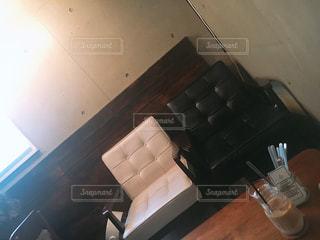 白い壁の部屋の写真・画像素材[1249686]