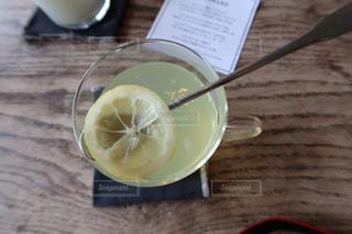 コーヒーのテーブルのスプーン カップの写真・画像素材[1378930]