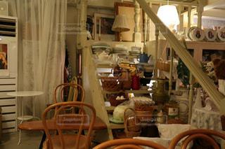 ダイニング テーブル付きのキッチンの写真・画像素材[1477044]