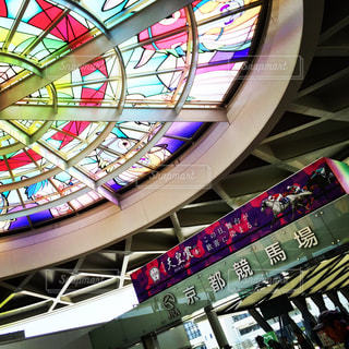 京都競馬場とステンドグラスの写真・画像素材[663112]