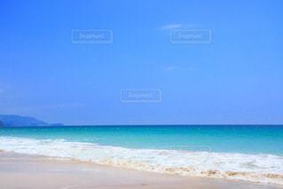 青い海と空の写真・画像素材[2102948]