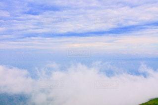 空に雲の写真・画像素材[2103072]