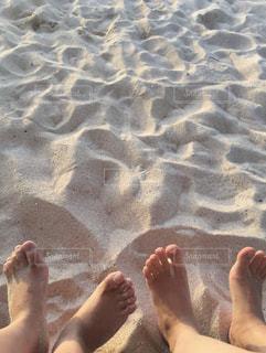 浜辺で記念撮影の写真・画像素材[2104599]