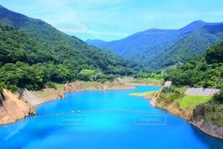 水色の湖の写真・画像素材[2104760]