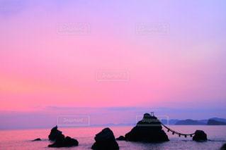 早朝の海の写真・画像素材[2105174]