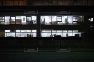 夜の社窓の写真・画像素材[1456854]