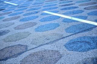 傘アート 道路に映る影の写真・画像素材[1234159]