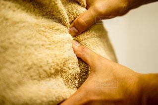 肩を指圧する指の写真・画像素材[2334247]