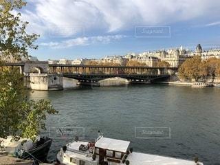 秋のセーヌ川の写真・画像素材[1629872]