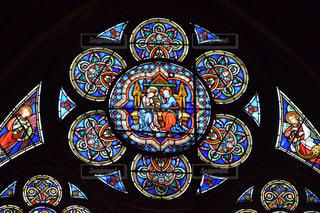 ノートルダム大聖堂のステンドグラスの写真・画像素材[1629874]