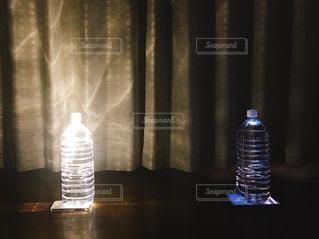 ペットボトル電気の明るさ比較の写真・画像素材[1511898]