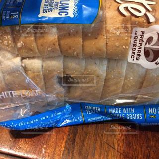 ネズミにかじられたパン - No.1075080