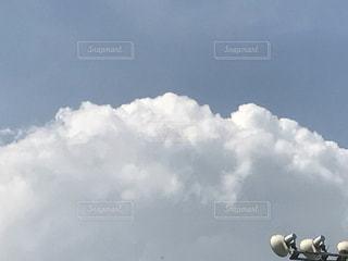 空には雲のグループの写真・画像素材[707195]
