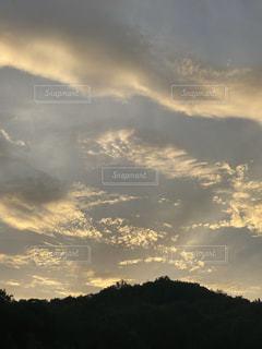 山に沈む夕日の写真・画像素材[3509955]