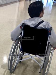 車椅子の人の写真・画像素材[2129395]