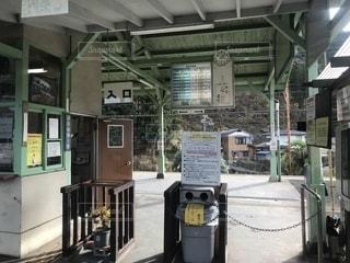 田舎の駅の改札口の写真・画像素材[2021983]