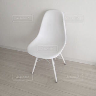 白い椅子の写真・画像素材[671805]