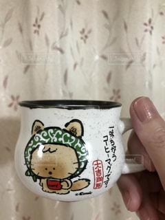 コーヒーカップを持っている手の写真・画像素材[715259]
