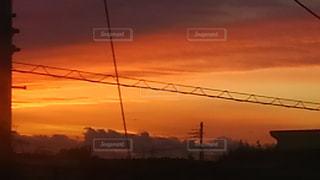 日没の前にオレンジ色の空の写真・画像素材[728274]